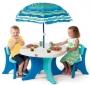 Τραπέζι με καρέκλες και ομπρέλα